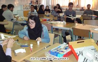 آموزش به روش STEM در مدارس (هوافضا،رباتیک،زیردریایی)